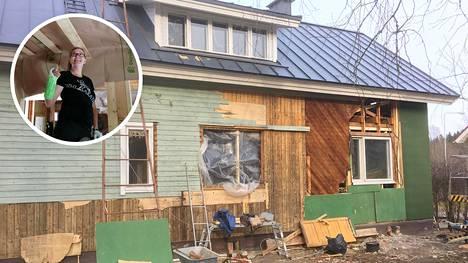 Riikka Mäkelän ostama talo paljastui hometaloksi. Mäkelä päätyi tekemään täydellisen remontin. Talo huhtikuussa 2020, kun myös julkisivu jouduttiin purkamaan osissa.