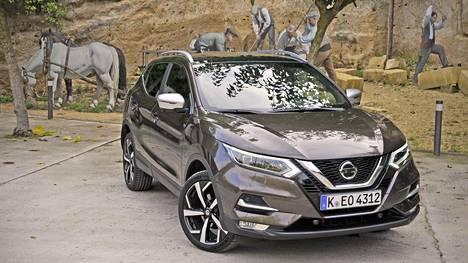 Qashqai saa pian nokalleen uuden 1,3-litraisen bensiiniturbolla varustetun sydämen, jossa on hyvin paljon samaa Mercedes-Benzin vastaavan moottorin kanssa. Tehoversiot ovat Qashqaissa 140 ja 160 hevosvoimaa.