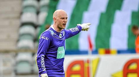 Peter Enckelman IFK Mariehamnin maalilla.