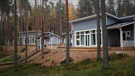 Onni Villagen kuusi huvilaa valmistuivat kesäksi 2017.