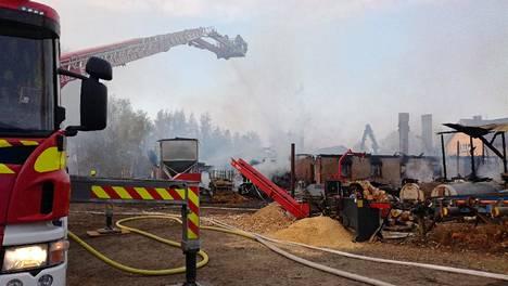 Nopeasti edenneen tulipalon aineelliset vahingot ovat suuret.