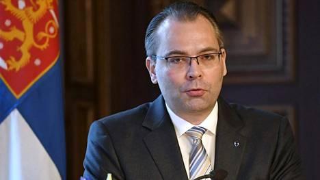 Puolustusministeri Jussi Niinistö (sin).