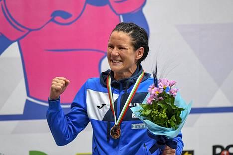 Mira Potkonen juhli 60-kiloisten Euroopan mestaruutta.