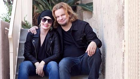 Angelika ja Ismo Leikola kirjoittavat siippakatosta, johon pari on törmännyt Suomessa.