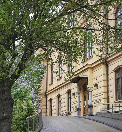 Kirurginen sairaala muunnettiin keväällä nopealla aikataululla koronapotilaiden hoitoon keskittyväksi sairaalaksi.
