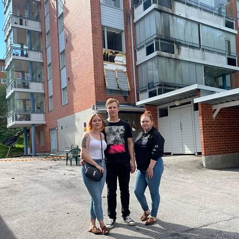 Savonlinnalaiset nuoret Eerika Pasanen, 17, Samu Silventoinen, 22, ja Sari Veijalainen, 18, auttoivat evakuoimaan ihmisiä palavasta talosta.