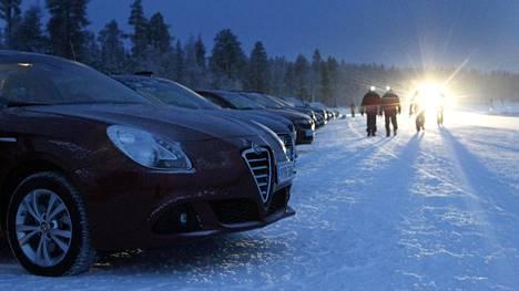Tekniikan Maailma on testannut autoja talvisissa olosuhteissa 40 vuotta. Kuva vuodelta 2011.