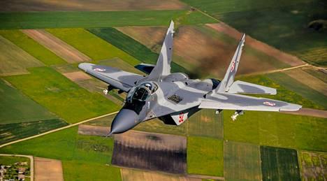 Puolan ilmavoimien MiG 29 -hävittäjät valvovat Baltian maiden ilmatilaa yhdessä muun muassa brittiläisten taistelukoneiden kanssa.