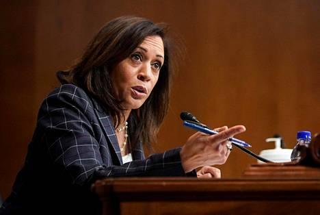 Harris kuvattuna kesäkuun lopulla senaatin istunnossa.