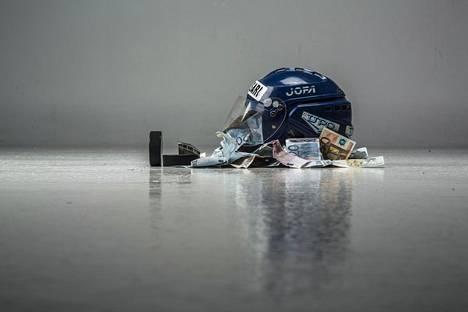 Jääkiekkoa pidetään kalliina lajina harrastaa.