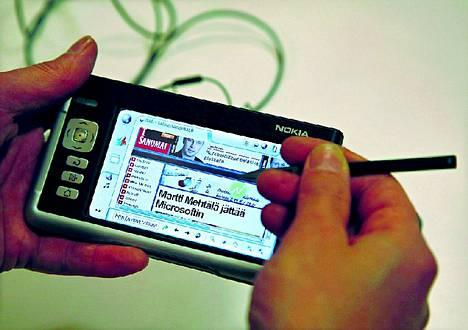 Nokia 770 -internet-päätelaite julkaistiin vuonna 2005. Yhtiö oli kuitenkin aloittamassa tabletin tuotantoa jo neljä vuotta aikaisemmin.