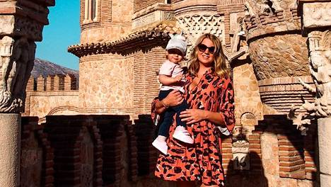Karla asuu perheineen Espanjan Aurinkorannikolla.
