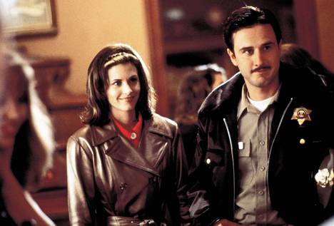 David Arquette ja Courteney Cox ensimmäisessä Scream-elokuvassa.