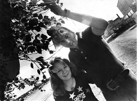 1974: Dannyn kesäkiertueella oli mukana lupaava nuori laulaja Vicky.