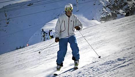 Pekka Hyysalo loukkaantui vakavasti rinneturmassa. Nyt hän on taas lumilla - vastoin kaikkia odotuksia.