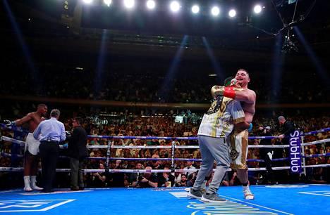 Brittinyrkkeilijä Anthony Joshua koki yllätystappion amerikkalaisnyrkkeilijä Andy Ruiz Juniorille kesäkuussa.