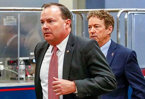 Republikaanisenaattorit Mike Lee (vas.) ja Rand Paul eivät olleet tyytyväisiä hallinolta saamaansa selontekoon.