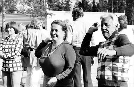 Anja Pohjola ja Pehr-Olof Sirén kuvattuna tikka-kisassa kesällä 1976.