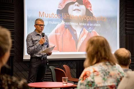 Siili Solutionsin toimitusjohtajan Timo Luhtaniemen puhui viime viikolla Helsingissä järjestetyssä Isähaasteen avajaistilaisuudessa.