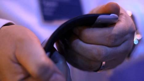 Nokian taannoinen taipuisan kännykän prototyyppi.