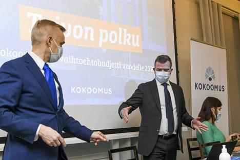 Kokoomus esitteli omaa vaihtoehtobudjettiaan Teams-infossa. Kuvassa kansanedustaja Timo Heinonen ja puheenjohtaja Petteri Orpo.