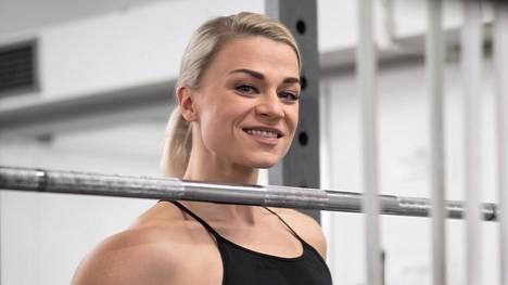 Valmentaja Bettina Gräsbeck valmistautuu parhaillaan syksyllä pidettäviin kisoihin. Se tarkoittaa erityisen kurinalaista elämää.