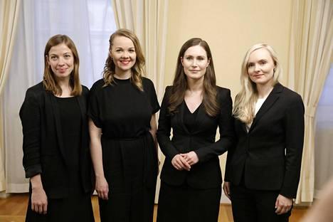 Ulkomailla puheenaiheeksi on noussut muun muassa useiden ministereiden sukupuoli ja nuori ikä. Kuvassa opetusministeri Li Andersson (vas), 32, valtiovarainministeri Katri Kulmuni (kesk), 32, Sanna Marin (sd), 34 ja Maria Ohisalo (vihr), 34.
