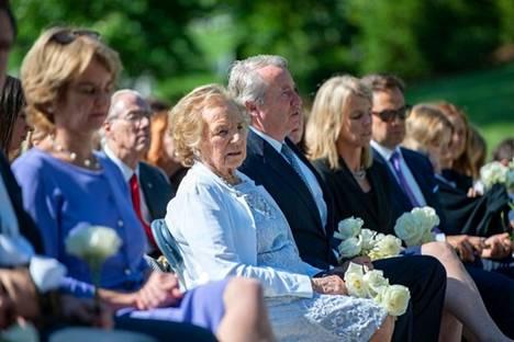 Ethel Kennedy (keskellä) osallistui miehensä Robert F. Kennedyn elämää kunnioittaneeseen seremoniaan hautausmaalla Arlingtonissa, Virginiassa 6. kesäkuuta 2018.