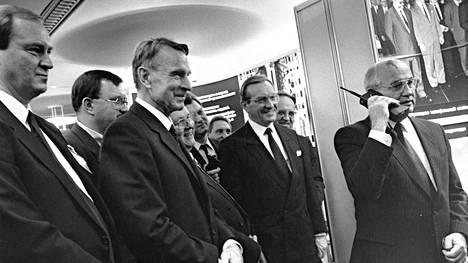 Mihail Gorbatshov Suomessa. Suomessa neuvostojohtajasta pidettiin vielä, kun hän oli menettänyt suosionsa kotimaassa.