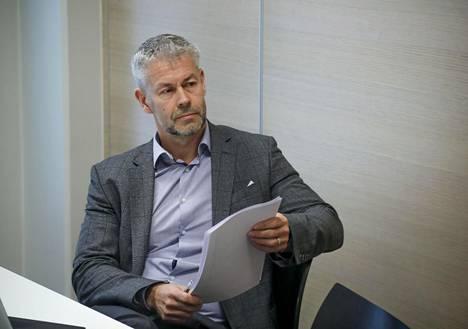 THL:n infektiotautien torjunta ja rokotukset -yksikön yksikönpäällikkö Taneli Puumalainen pitää lääkärien esittämiä kriittisiä väitteitä pöyristyttävinä.
