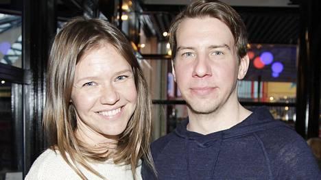 Aku Hirviniemi ja Sonja Kailassaari ovat menneet kihloihin.