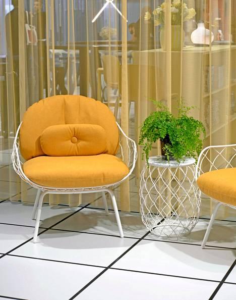 Italialaisen Magisin Piña-tuoli sopii myös ulkokäyttöön.