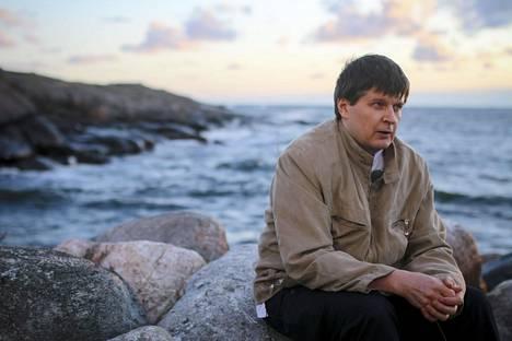 Eero-Olavi Kipan lisäksi Estonian keittiöhenkilökunnasta selvisi vain kaksi muuta työntekijää. Vuonna 2014 Kippa oli töissä Utön saarella - lähellä uhreja.