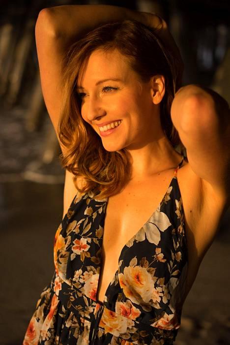 Johanna Anttila on opiskellut New York Film Academy -elokuvakoulun näyttelijälinjalla.
