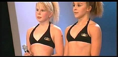 Nuorille tytöille tuli lunta tupaan Talent-kisassa.