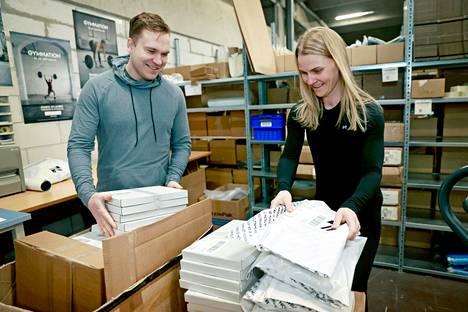 Pitkä sairasloma toimi kipinänä Aleksi Koskelon uudelle urasuunnalle. Gymnationissa hän ja Saara-vaimo pystyvät yhdistämään vaatealan osaamisen ja rakkauden urheiluun.