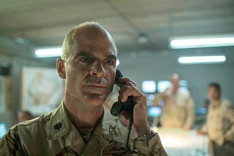 Michael Kelly (House of Cards, Taboo) nähdään everstiluutnantti Gary Voleskyn roolissa.