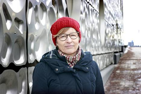 Autismiliiton toiminnanjohtaja Tarja Parviainen vertaa autismikirjon oppilaiden koulunkäyntiä pahimmillaan siihen, jos aikuinen kokee jatkuvasti kovaa stressiä ja painetta työssään.