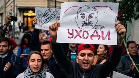 Presidentti Lukashenkoa arvostelevat mielenosoittajat ovat keksineet useita keinoja kiertää Valko-Venäjän nettisulkua.