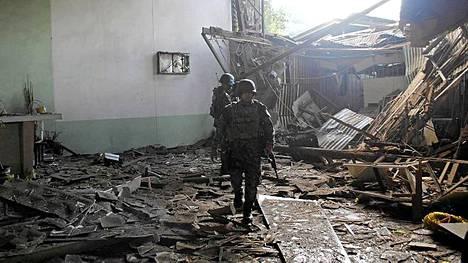 Filippiineillä 11 ihmistä haavoittui, kun pommi räjähti kesken joulupäivän messun Jolon saarella.