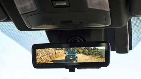 Toyota RAV4:n taustapeili toistaa sen, jonka takaikkunaan sijoitettu kamera kuvaa.