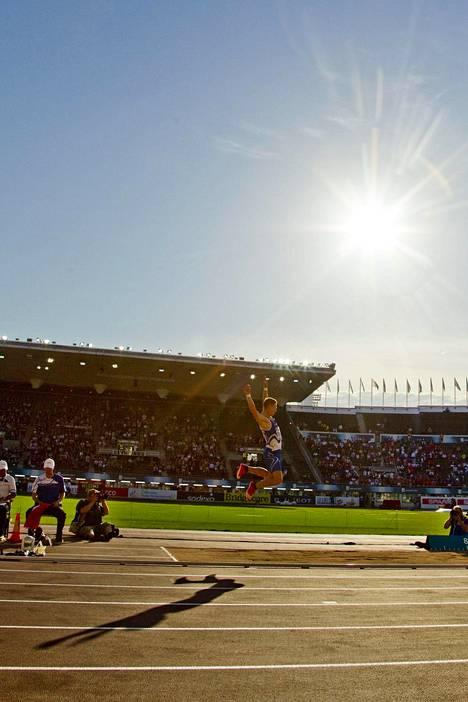 Suomen ainoa mitali EM-kisoissa 2012 tuli Ari Manniolle (pronssi) keihäänheitosta. Kuvassa pituushyppääjä Roni Ollikainen.