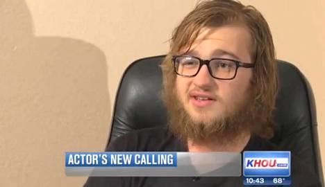 Angus T. Jones on sittemmin kasvattanut muhkean parran. Hän kertoi vuonna 2014 harvinaisessa tv-haastattelussa uskonnollisuudestaan.