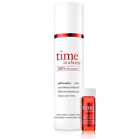Philosophyn time in a bottle 100 % in-control -seerumi on kehitetty häivyttämään ikääntymisen merkkejä ja vahvistamaan ihon vastustuskykyä ennenaikaisesti vanhentavia tekijöitä vastaan. 75,40 € / 40 ml + 2,8 ml, tavarataloista.