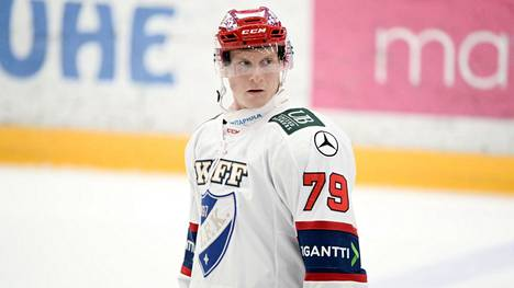 Olli Palola teki HIFK:n ainoan osuman varsinaisella peliajalla ja ratkaisi voiton Tapparasta onnistumalla viimeistelyssä myös voittomaalikisassa. Arkistokuva.