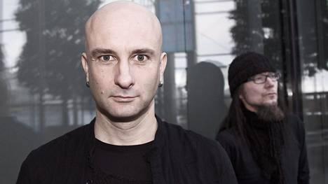 Herra Ylpön (vas.) ja kitaristi Häiriön Maj Karma -yhtye tekee comebackin perjantaina ilmestyvällä Peltisydän-albumillaan. Yhtyeen edellisestä albumista on taukoa peräti seitsemän vuotta. –On mahtavaa päästä soittamaan yhdessä näitä uusia biisejä.