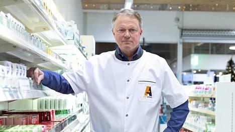 Espoonlahden ja Kivenlahden apteekkeja pyörittävä Mika Vidgren muistuttaa, että apteekin liikevoitto ei ole sama asia kuin apteekkarin palkka.