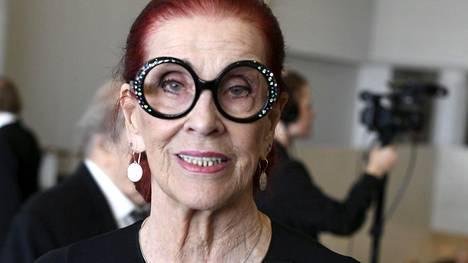 91-vuotias Aira Samulin on toipumassa Meilahden sairaalassa.