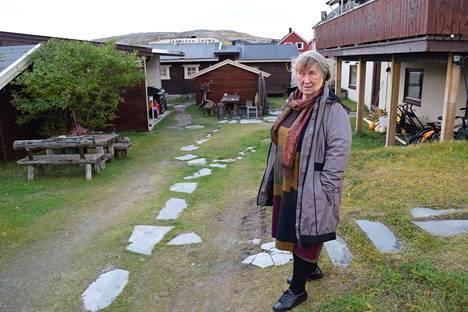 77-vuotias Elsa Haldorsen pitää kuuluisaa Jäämeren saunaa. Hän on Pykeijan voimahahmo.