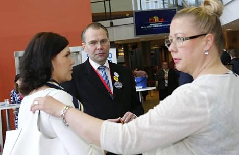 Jussi Niinistö putosi ensimmäisen varapuheenjohtajan paikalta, ja Jyväskylän puoluekokousväelle alkoi paljastua meneillään oleva vallankeikaus - maahanmuuttokriittiset valtasivat koko puoluejohdon.